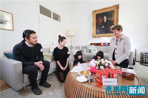 """网上接力呵护中国萌娃梦 去找""""小猪佩奇""""参观英国女王家"""