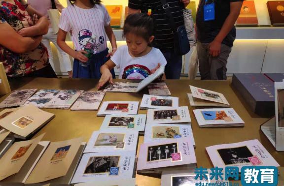 """""""暴走""""北京书展:纸上""""花园""""、活体汉字…立体书让传统文化""""动""""了"""